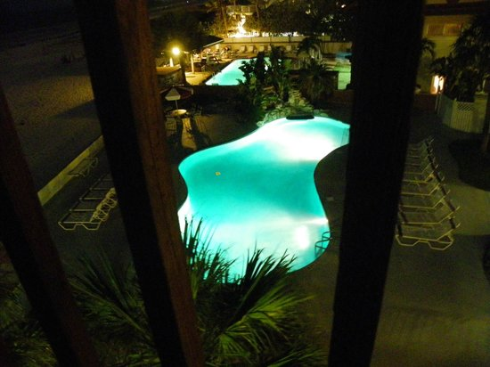 Long Key Beach Resort & Motel: The Pool at night