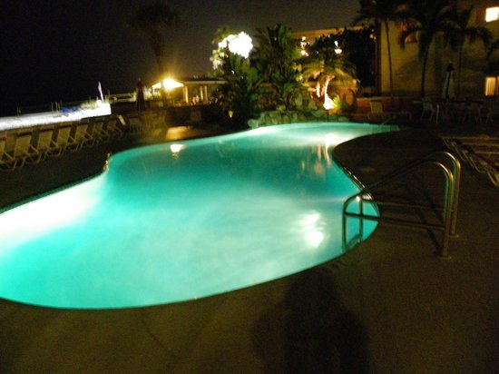 Long Key Beach Resort & Motel: Pool at night