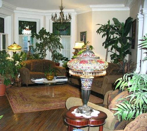Auberge The King Edward Bed and Breakfast: The front room