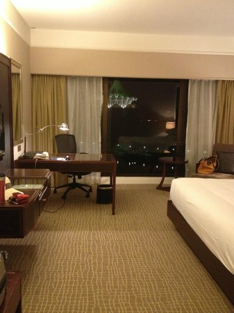 Hilton Kuching: View of room & window that faces the river