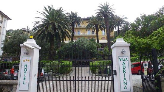 Hotel Villa Adriana: Front entrance