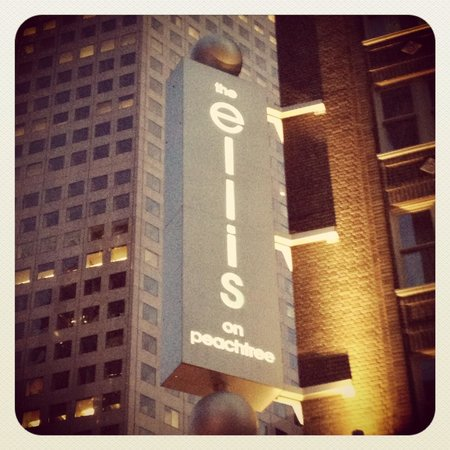 Ellis Hotel: Front Entrance