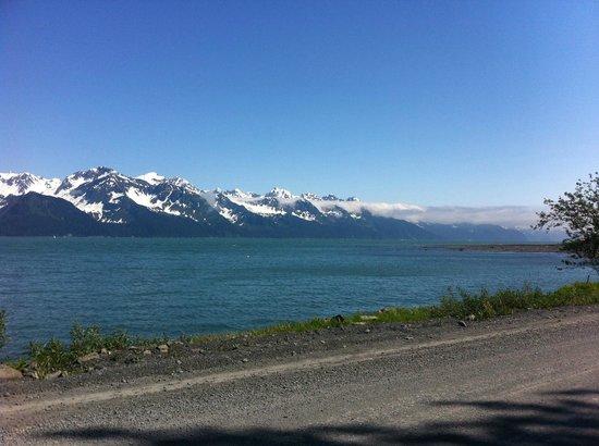 Alaska Paddle Inn: Scenery on the drive from Seward to the inn