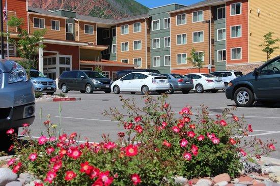 Residence Inn Glenwood Springs: Parking Lot