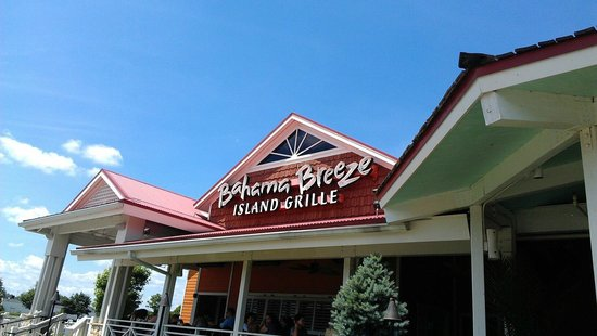 Bahama Breeze: view of the front