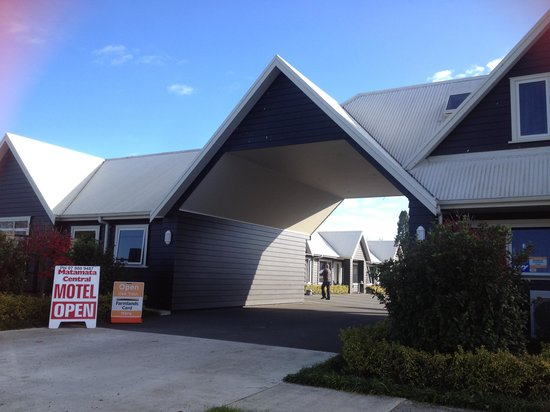 Matamata Central Motel : View of motel from side road