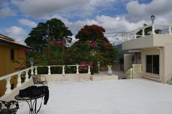 A Villa Gail: patio area