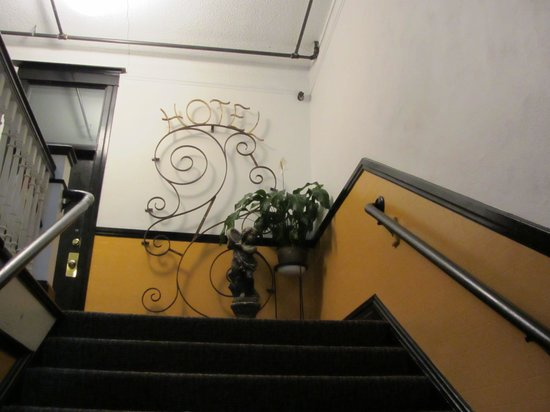 Pensione Nichols B&B: Up the stairs