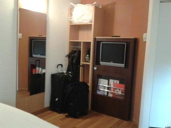 """Ibis Nogent Sur Marne : """"Closet"""" de la habitación"""