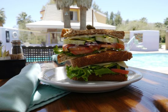 29 Palms Inn: Faultline Farm Delight
