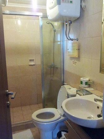 Grand Setiabudi Hotel: Bathroom