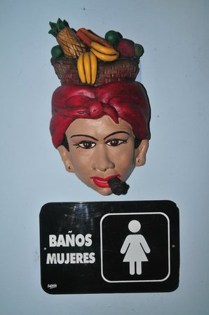 Mar y Luna Golfito: Funny woman with a cigar in her mouth by the bathroom