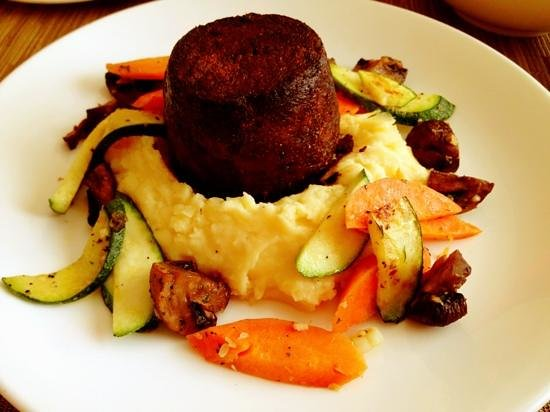 Cibolo Moon: Dr Pepper brazed short ribs over mashed potatoes and seasoned vegetables
