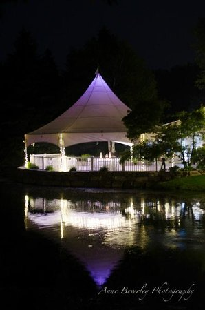 Nestleton Waters Inn: Nighttime fun rain or shine