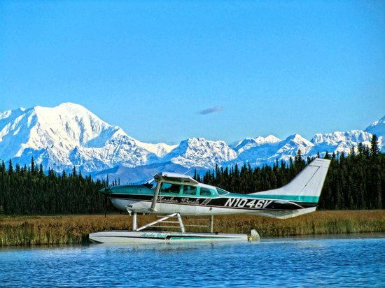 Alaska Bush Float Plane Service: Remote Lake Landing