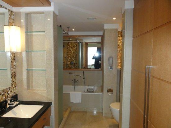 Sankara Nairobi: Nice bathroom