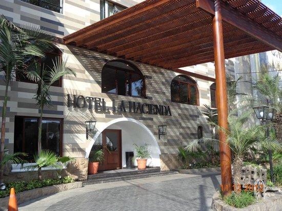 La Hacienda Miraflores: Fachada