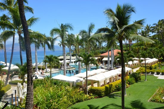 Four Seasons Resort Maui at Wailea: Amazing view of the pools and cabana's