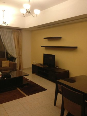 TIME Topaz Hotel Apartments: Living room