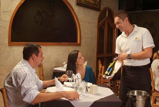 Bar & Restaurante Nazca: Disfruta de una seleccion especial de vinos.