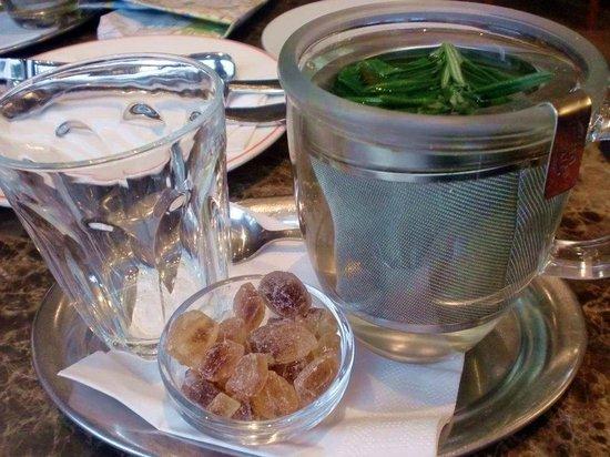 SPITZ: warm Rosemary tea