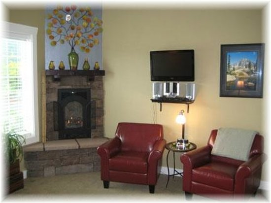 Maple Suite-King, Fireplace, Jetted tub, Flat Screen TV, DVD MP3 ...