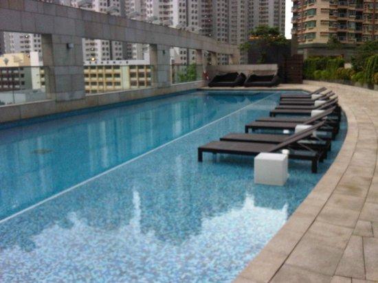 Crowne Plaza Hong Kong Kowloon East: Pool area