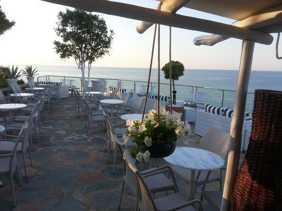 Oceanview Beach Hotel: Evening Bar
