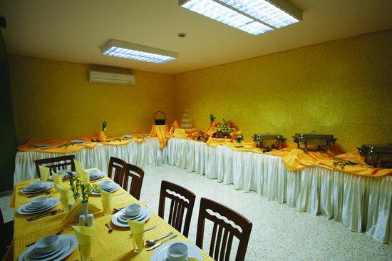 Holy Family Hotel: DINING ROOM