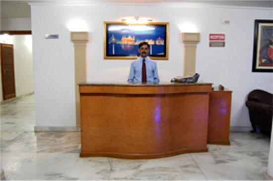Hotel Victoria International: Reception