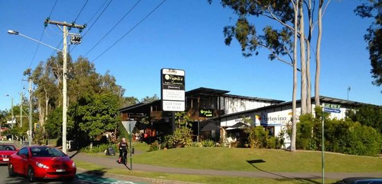 Weyba Gardens Resort Noosa : 300 metres to Restaurants, Coffee, Organic Foods, Supermarket