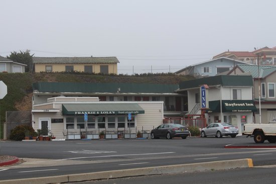 Bayfront Inn: Street view