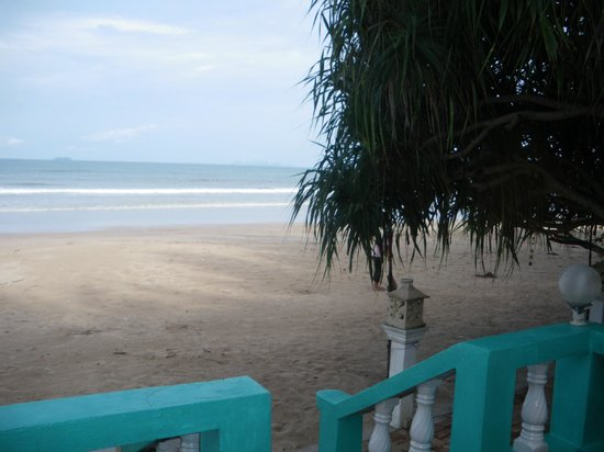 Lanta Villa Resort : chambre sur la plage