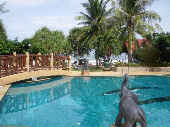 Lanta Villa Resort : la piscine