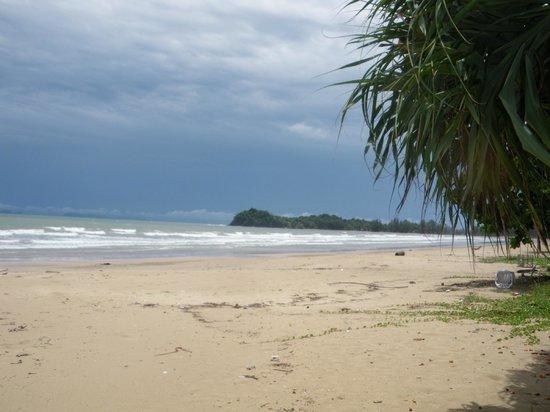 Lanta Villa Resort : plage face à l'hôtel