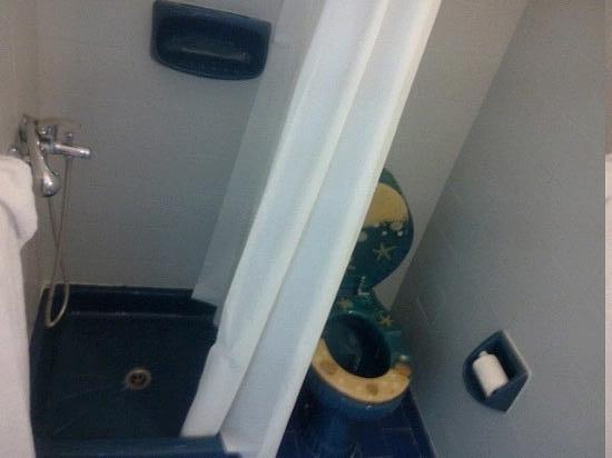 Selena Village: salle de bain... vieux et pas de place