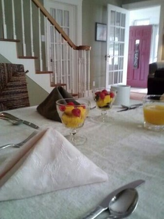 Miners Pick Bed and Breakfast: fruit dish