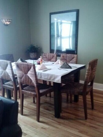 Miners Pick Bed and Breakfast: breakfast table