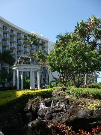 The Westin Maui Resort & Spa : Wedding bower in hotel grounds