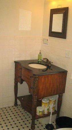 HI-Houston: The Morty Rich Hostel : Baño