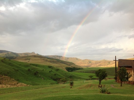 Alpine Heath Resort: Beautiful rainbow over the berg
