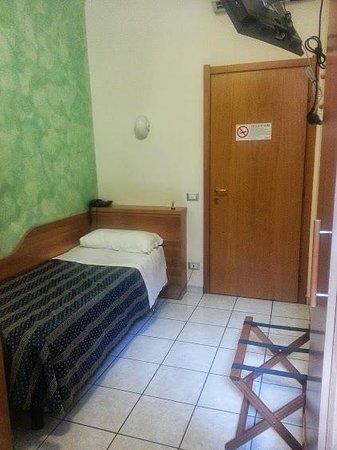 22 Marzo Hotel: My room