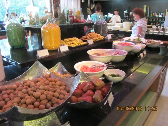 Anantara Sathorn Bangkok Hotel: As good a breakfast you will find anywhere..