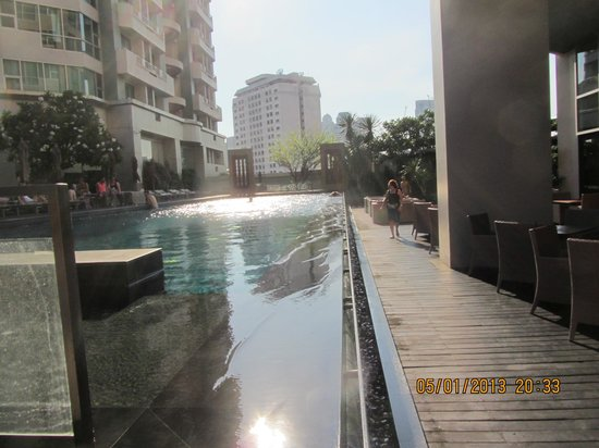 Anantara Sathorn Bangkok Hotel: Lovely pool