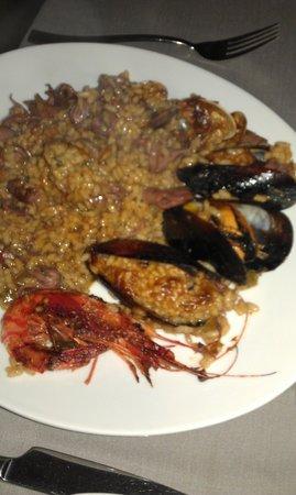 Alenti Restaurant: Traditional paella