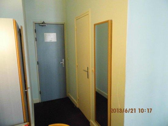 Hotel de Dieppe: interior room