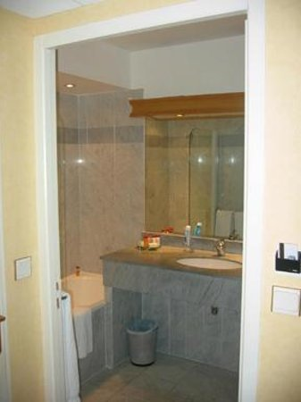 Sun Riviera Hotel: Bathroom