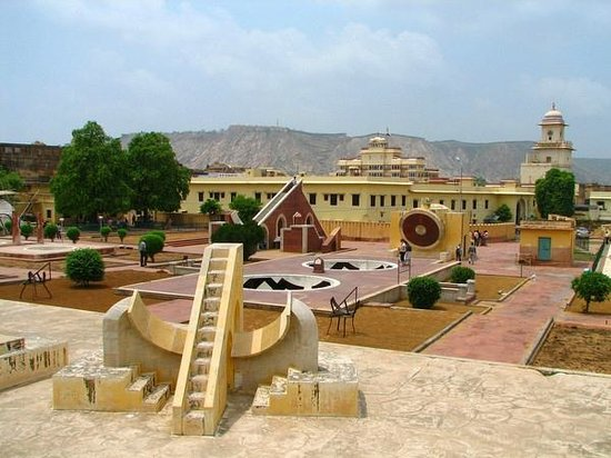 ‪جايبور, الهند: Jantar Mantar, Jaipur is an astronomical observatory built by Raja Jai Singh II in 18th century.‬