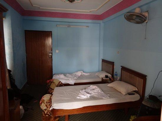 Trekkers' Home: Twin room (not tidy...)