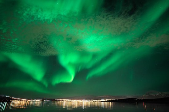 ‪النرويج: Northern lights over Tromsø. Photo: Bjørn Jørgensen - Visitnorway.com‬